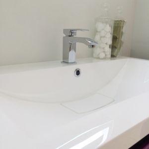 Adagio мивка със скрит сифон
